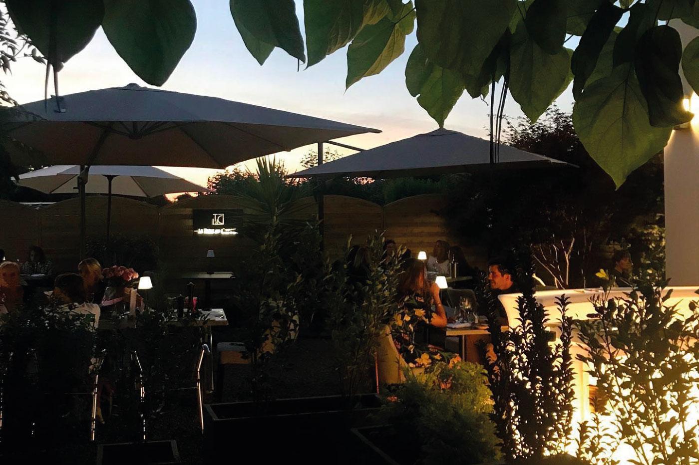 La-terrasse-de-la-table-du-cinq-restaurant-bagneres-de-bigorre